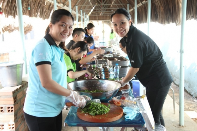 Preparing food for poor people at the Eatery of Smile