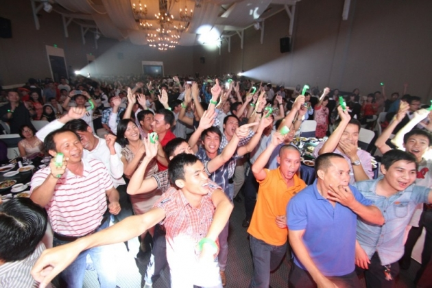 Everyone cheered for the internal performance at Internal Tet Party 2013-2014